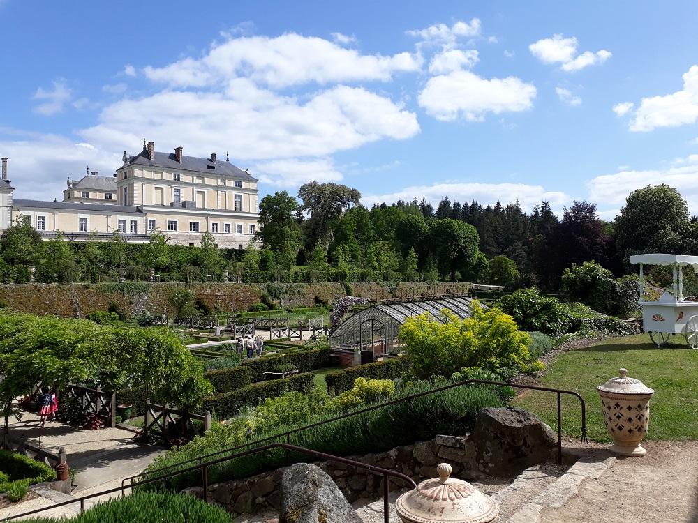 LA 2CV ATTITUDE escapade 2cv Maulévrier - visite du potager du chateau Colbert